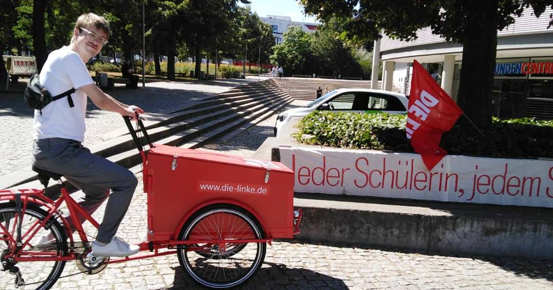 Stefan Kunath auf einem Lastenrad: wie kann es weiter gehen mit dem Ausbau der Fahrrad-Infrastruktur?