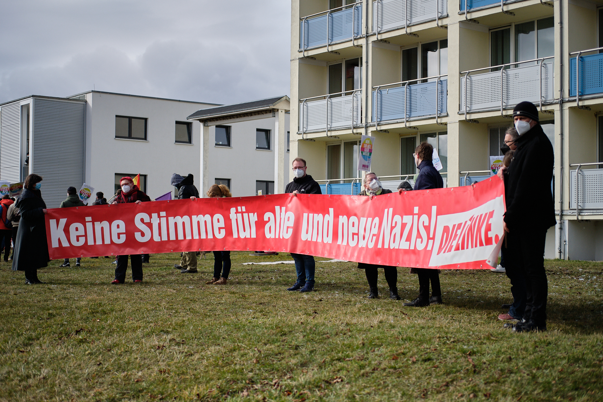 """""""Keine Stimme für alte und neue Nazis!"""" DIE LINKE-Banner"""