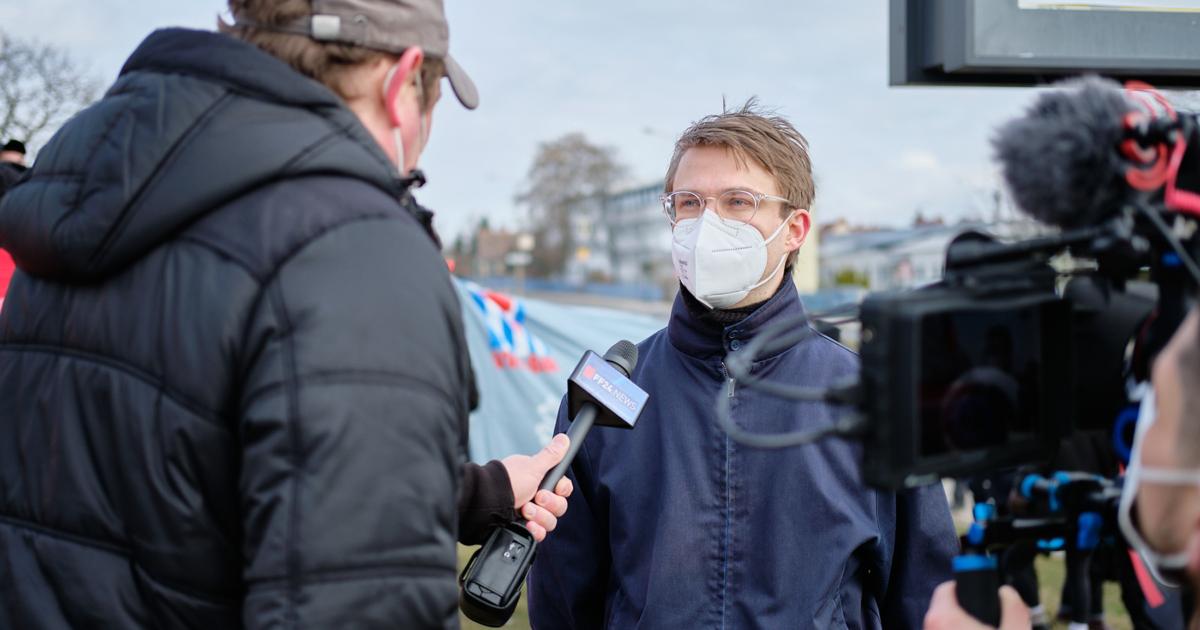 Stefan Kunath während eines Presseinterviews