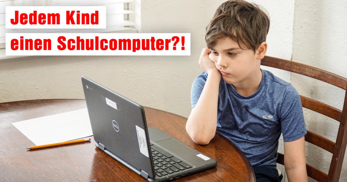 Bild eines resignierten Kindes vor einem Schulcomputer mit der Frage: Jedem Kind einen Schulcomputer?!