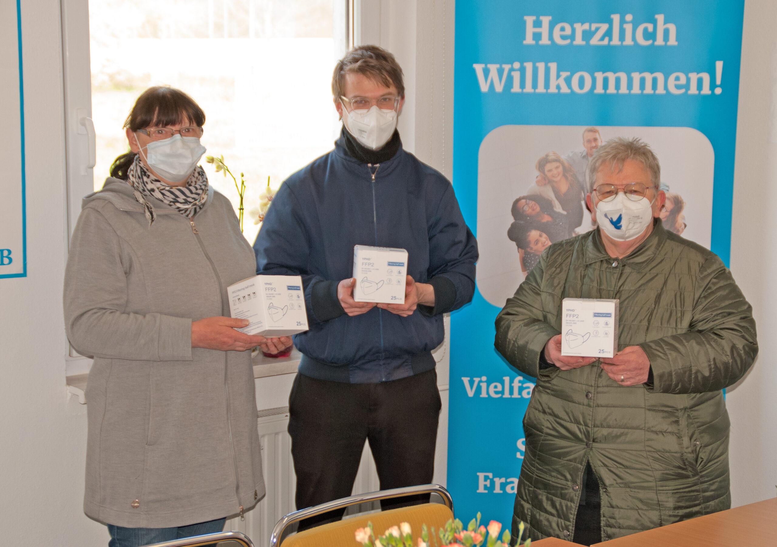 Frau Koschwitz, Stefan Kunath und Bettina Fortunato in der Gemeinschaftsunterkunft Seefichten